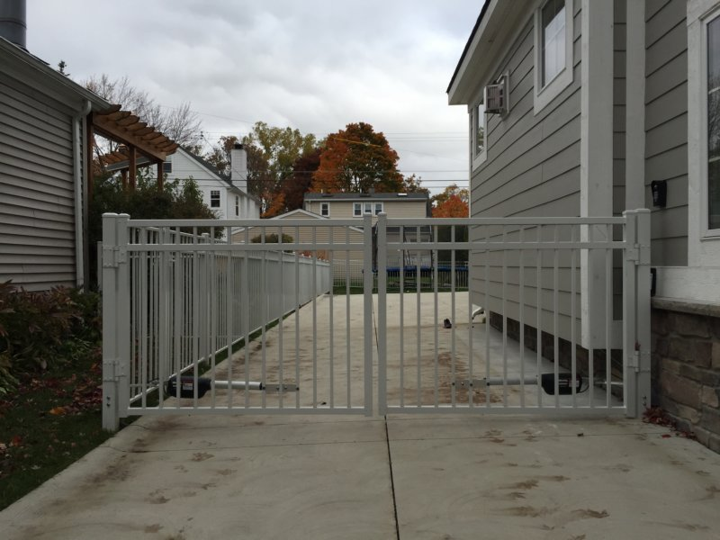 Eff commercial double driveway gate